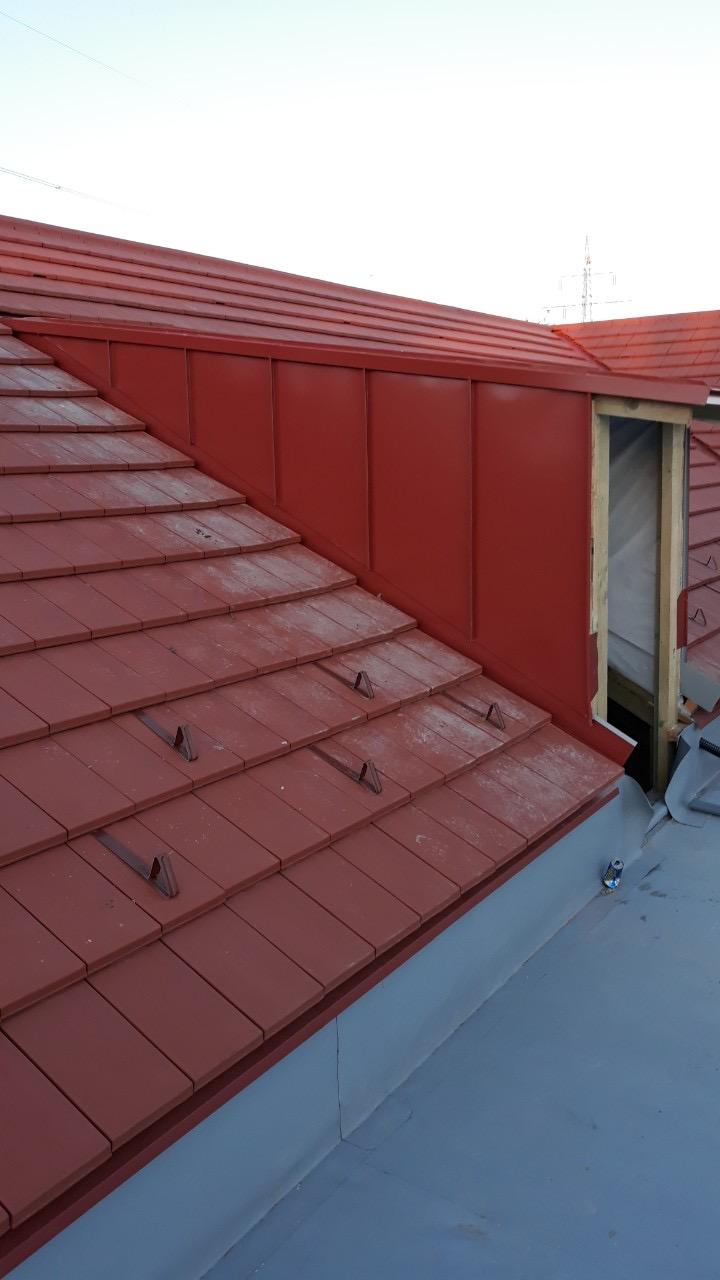Baunet Trade kivitelezés - bádogos munkák, tetőfelújítás Lindab cserepeslemezekkel