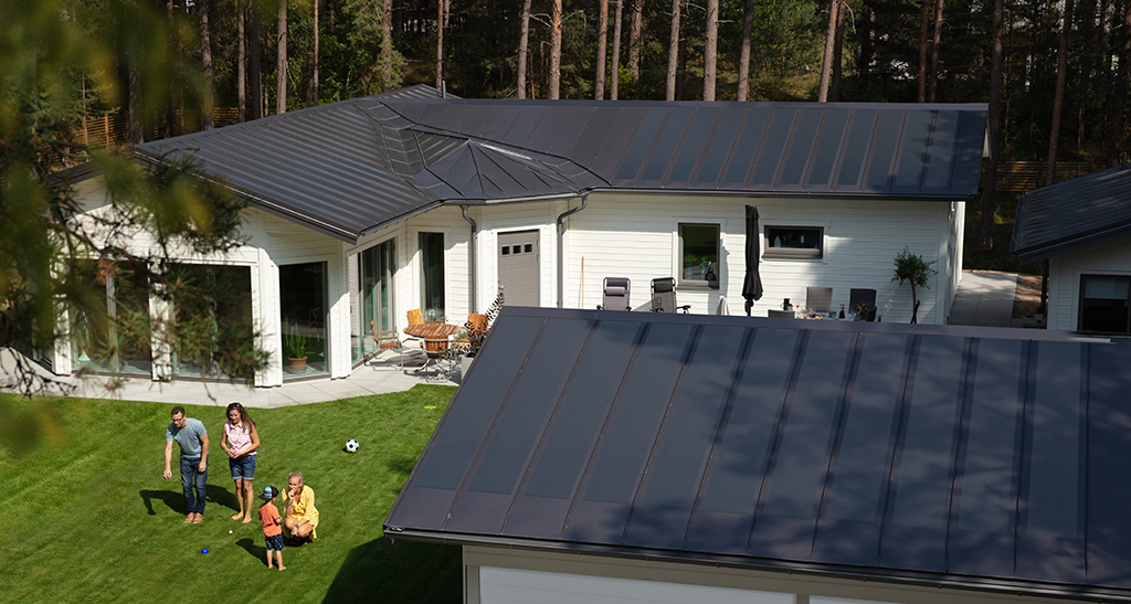 Lindab solarroof tető